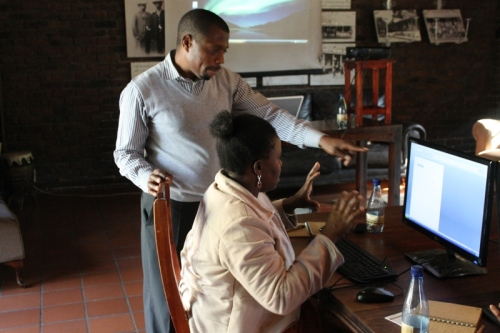Rashid representing Siyafunda CTC working with a small group of teachers who requested initially basic computer skills training prior to undertaking the 3D virtual learning training